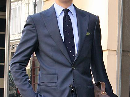 London_Peaked_Lapel_Suit_02.jpg